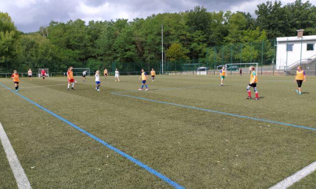 Fußballcamp für Mädchen am Eller